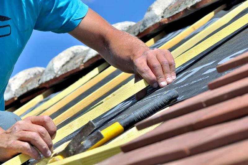 How to Save Money on Roof Repair Without Compromising on Quality